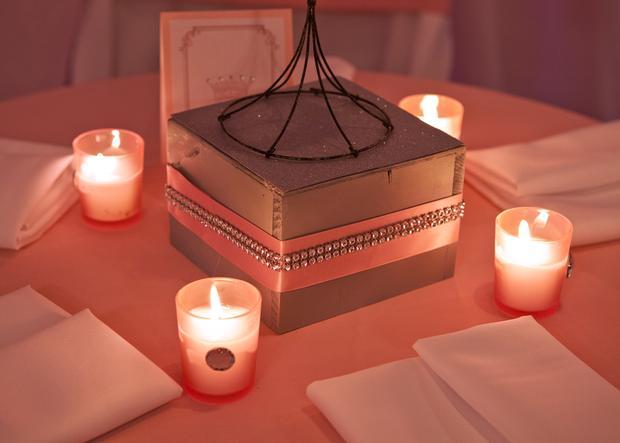 baby glam shower ideas via babyshowerideas4u lovely dessert table so stunning, pregnant manequin centerpiece 2
