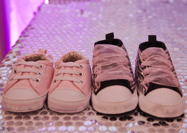 baby glam shower ideas via babyshowerideas4u lovely dessert table so stunning, pregnant manequin centerpiece, cute baby shoes