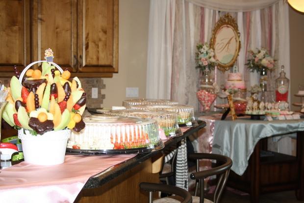 vintage glam baby shower via babyshowerideas4u sweet baby shower