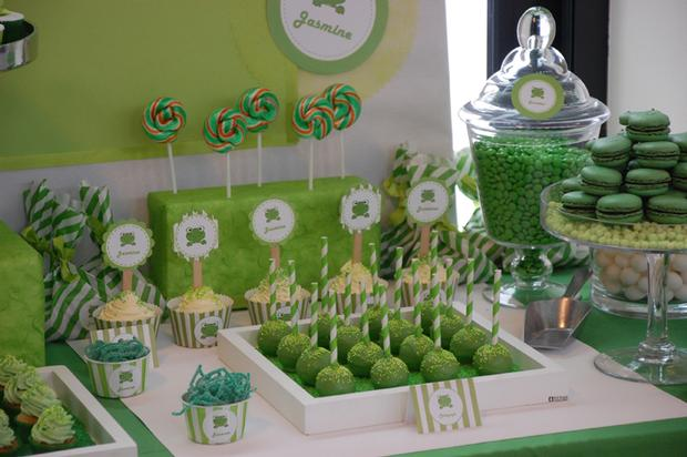 prince baby shower table decorations frog themed baby shower ideas