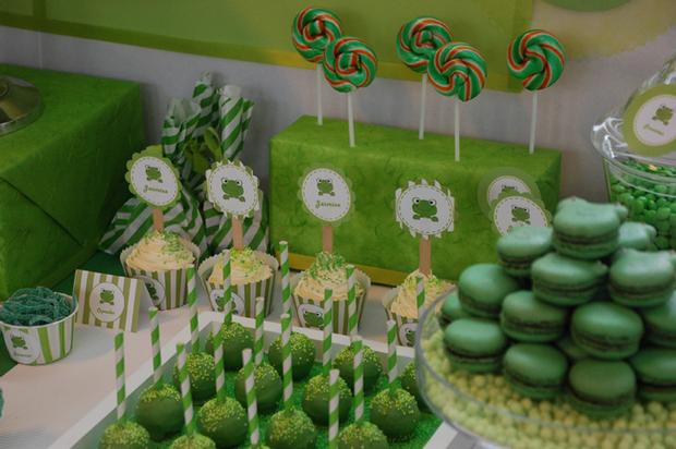 frog themed baby shower ideas, decorations, green colors, frog toppers ...