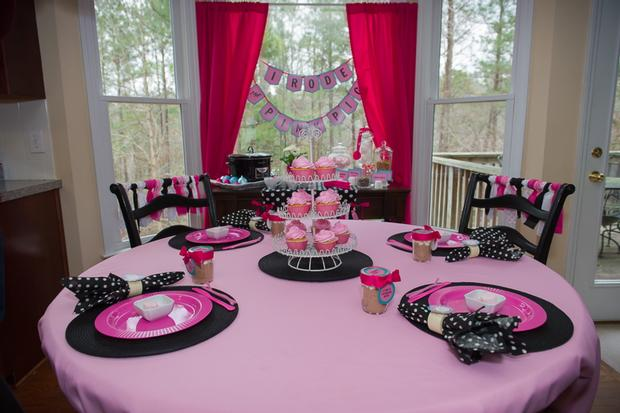 Pink pig party baby shower ideas themes games Baby shower table setting