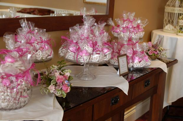 Baby shower ideas nesting themed baby shower for Baby shower flower decoration ideas