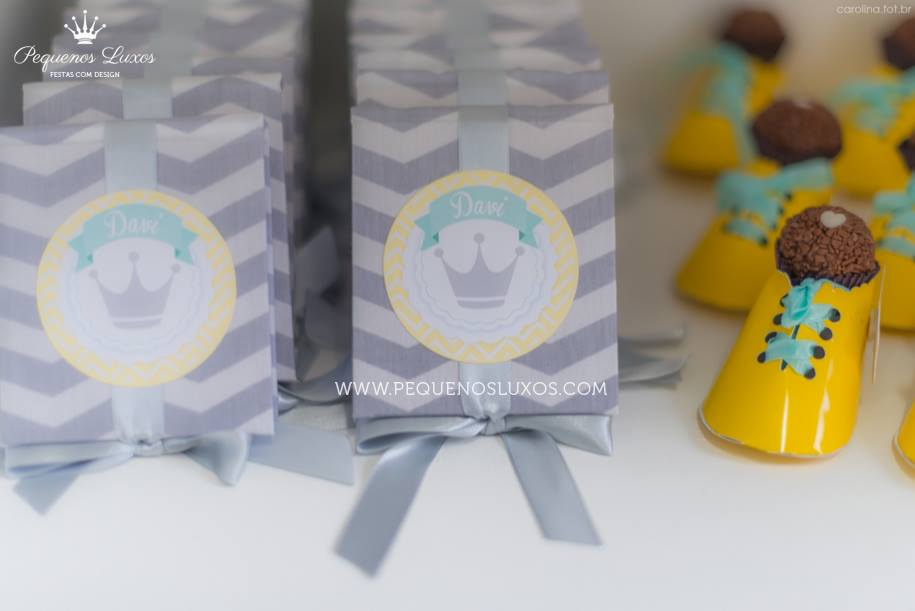 Little prince crown baby shower box of favors baby for A new little prince baby shower decoration kit