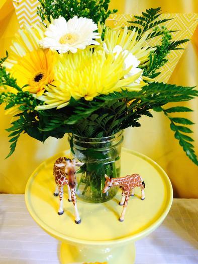 ... Bright Yellow Giraffe Baby Shower Decorations ...