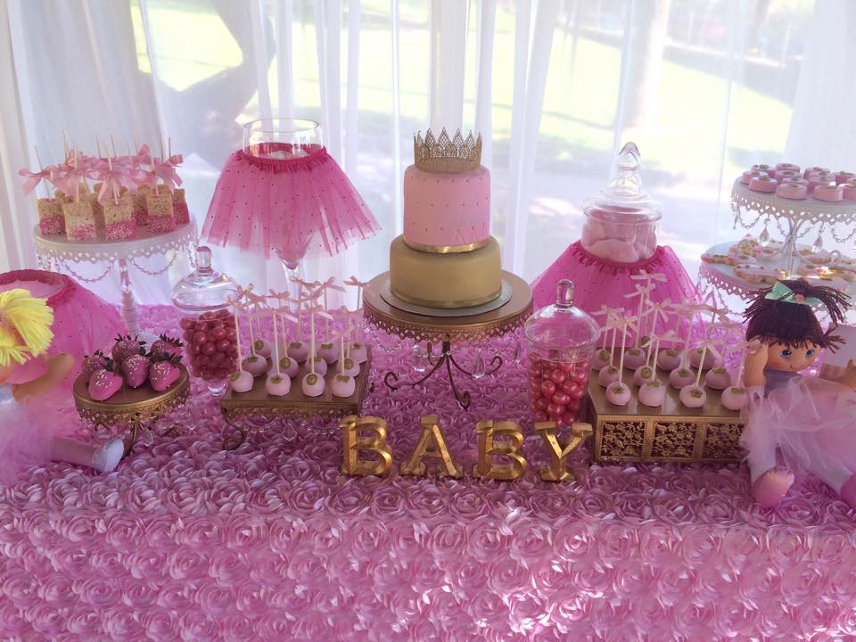 Tutu and tiara baby shower baby shower ideas themes for Baby shower decoration photos
