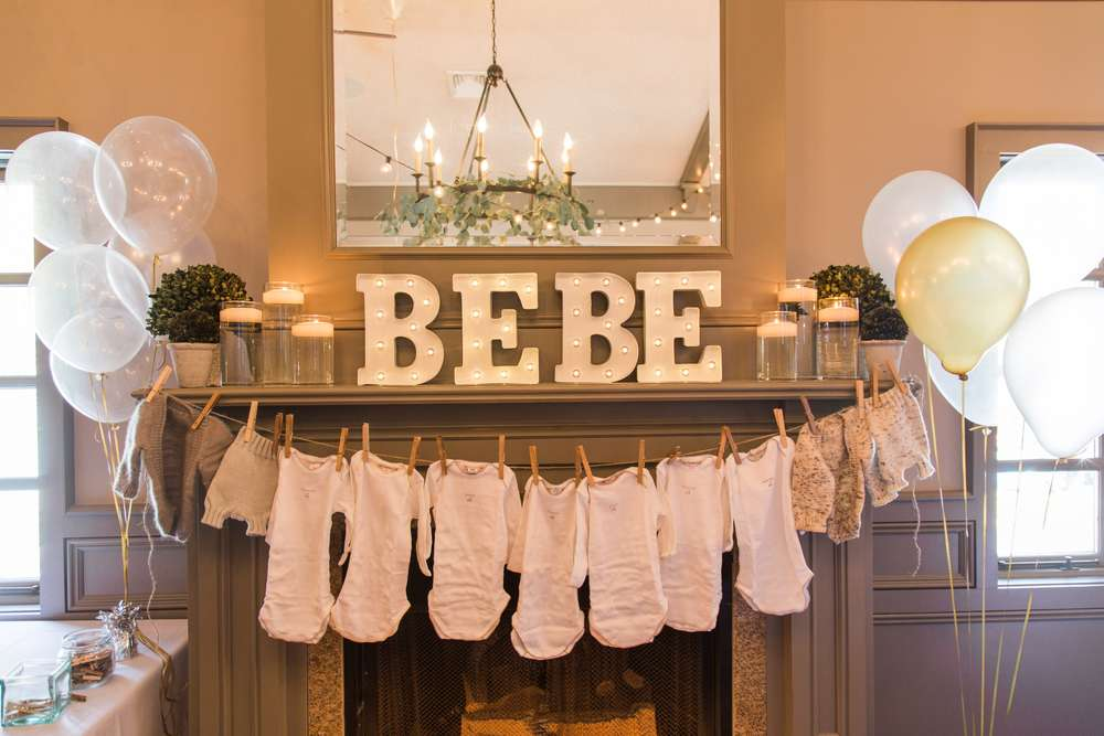 King of the jungle baby shower decorations onesies on for Baby shower clothesline decoration
