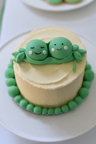 two-peas-in-a-pod-baby-shower-twins-cake