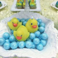 rubber-ducky-baby-shower-decoration-ideas-plastic-ducks-412x550