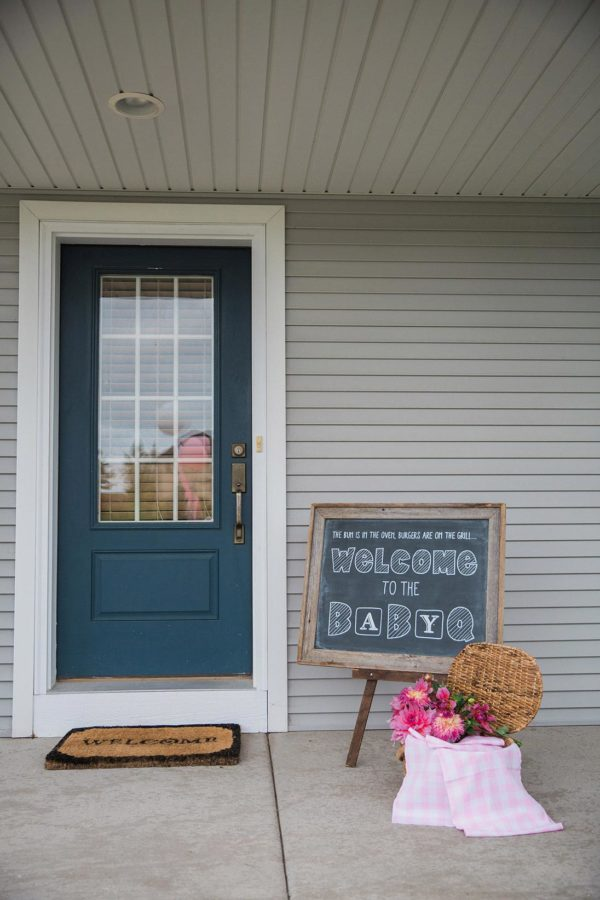 charming-backyard-baby-q-shower-welcome-sign