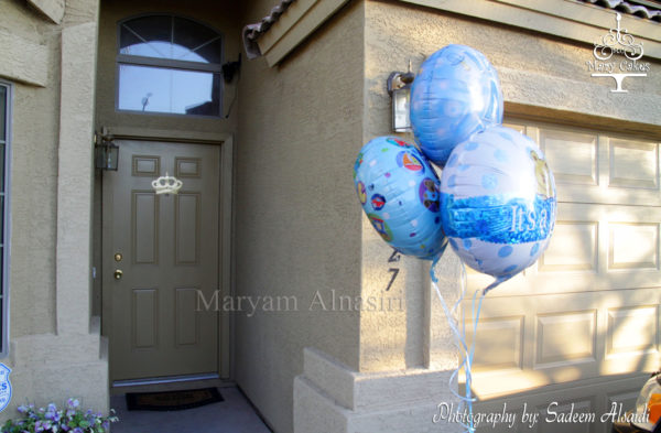 blue-and-white-royal-baby-shower-balloons