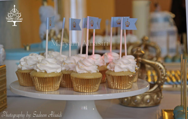 blue-and-white-royal-baby-shower-cupcakes
