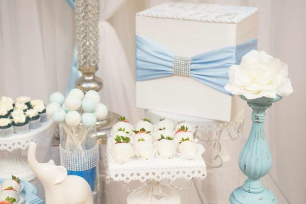 blue-and-white-elephant-themed-baby-shower-cakepops