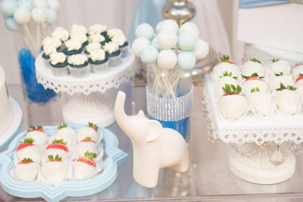 blue-and-white-elephant-themed-baby-shower-decorations