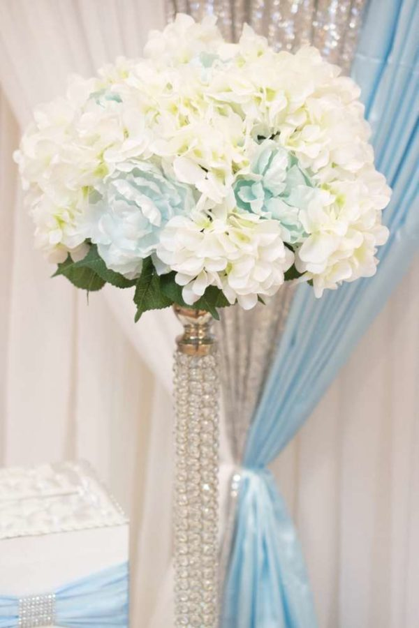 blue-and-white-elephant-themed-baby-shower-flowers