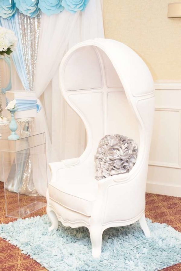blue-and-white-elephant-themed-baby-shower-vip-chair