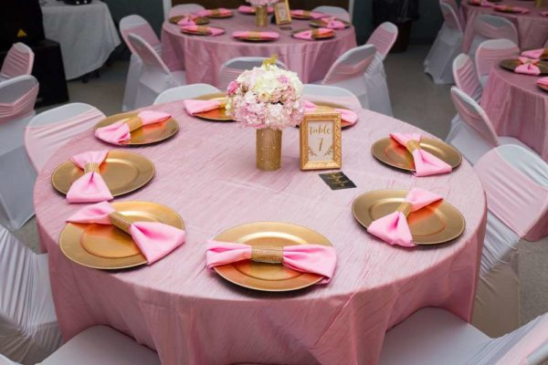 carousel-in-pink-baby-shower-guest-table