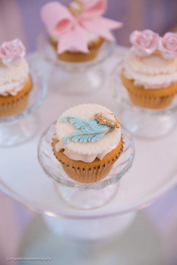 elegant-marie-antoinette-baby-shower-cupcake