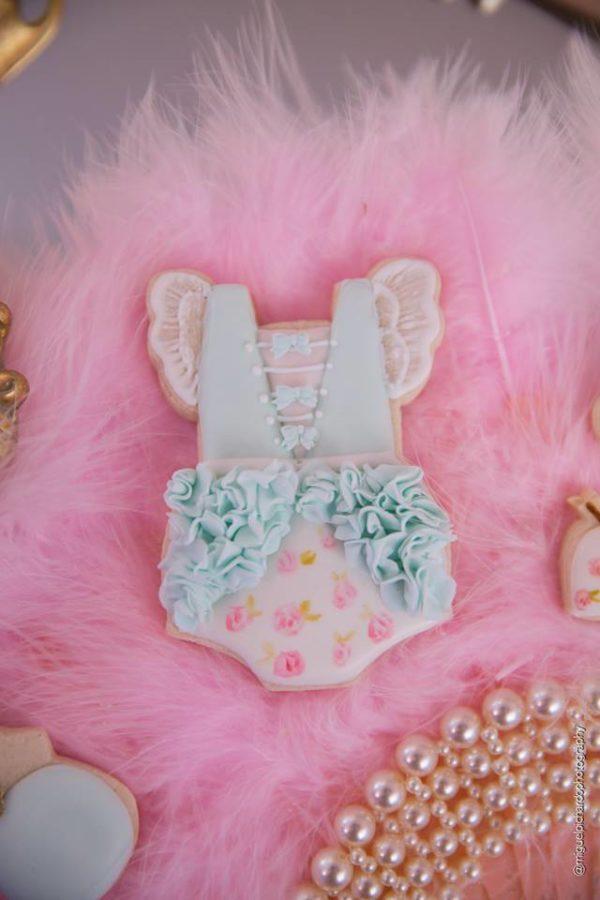 elegant-marie-antoinette-baby-shower-sugar-cookies
