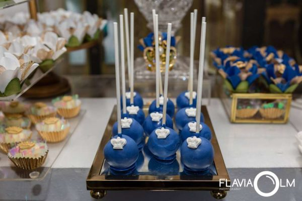 royal-blue-and-gold-prince-shower-cakepops