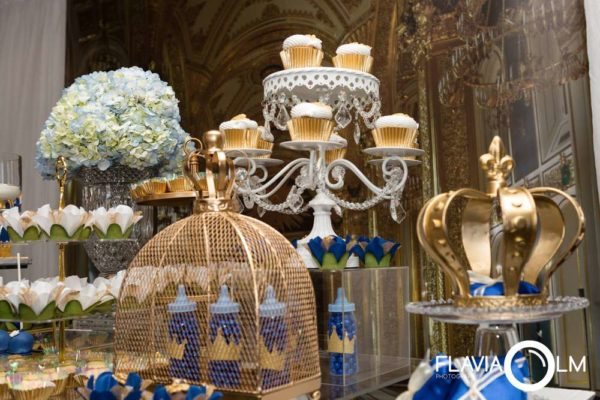 royal-blue-and-gold-prince-shower-cupcake-stand