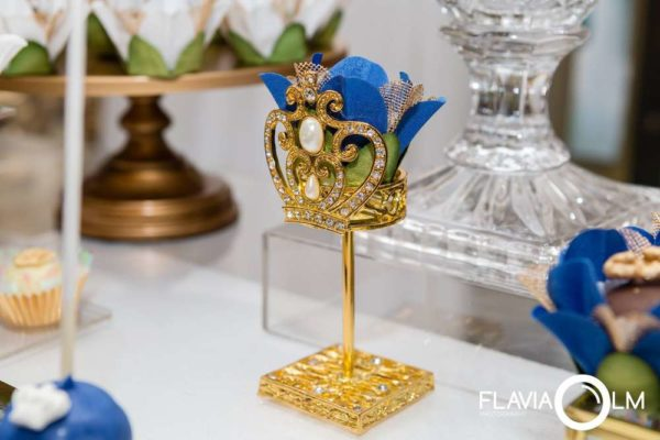 royal-blue-and-gold-prince-shower-golden-decorations