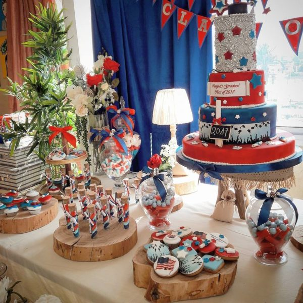 graduation-party-ideas-silver-blue-red
