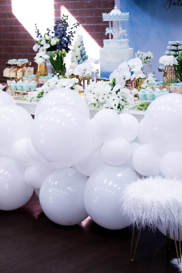 luscious-blue-and-gold-shower-balloon-decor