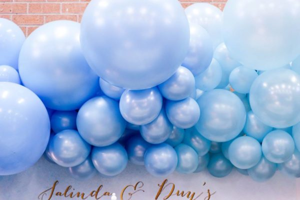 luscious-blue-and-gold-shower-giant-balloons