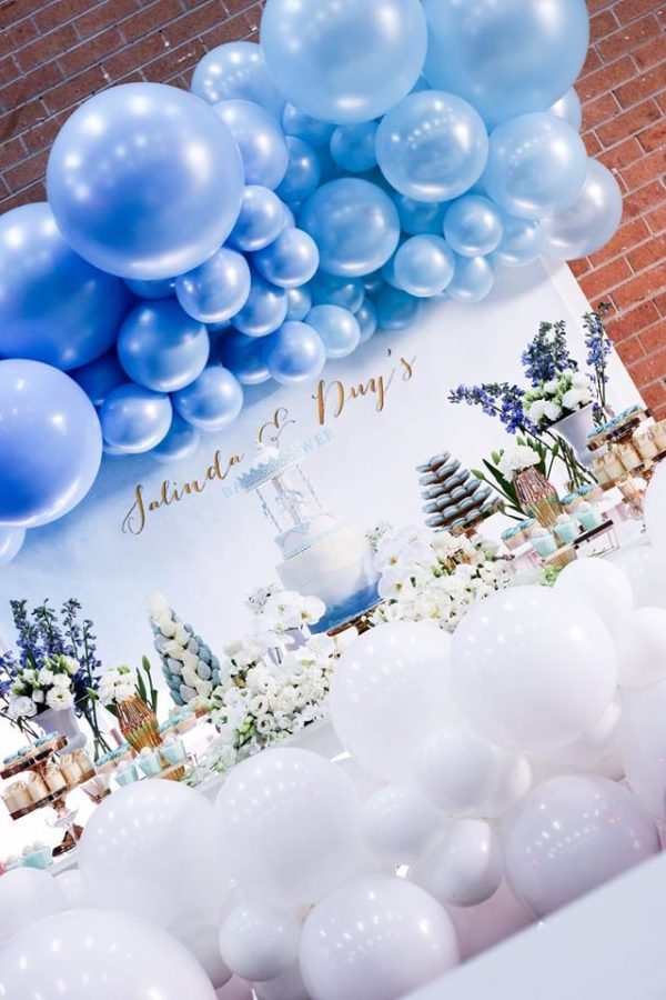 luscious-blue-and-gold-shower-venue-balloons