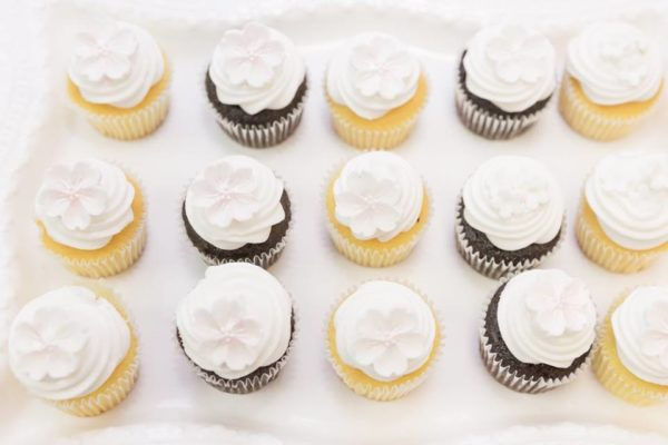 pastel-you-are-my-sunshine-shower-cupcakes