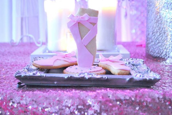 pretty-pink-ballerina-baby-shower-cookies-shoe
