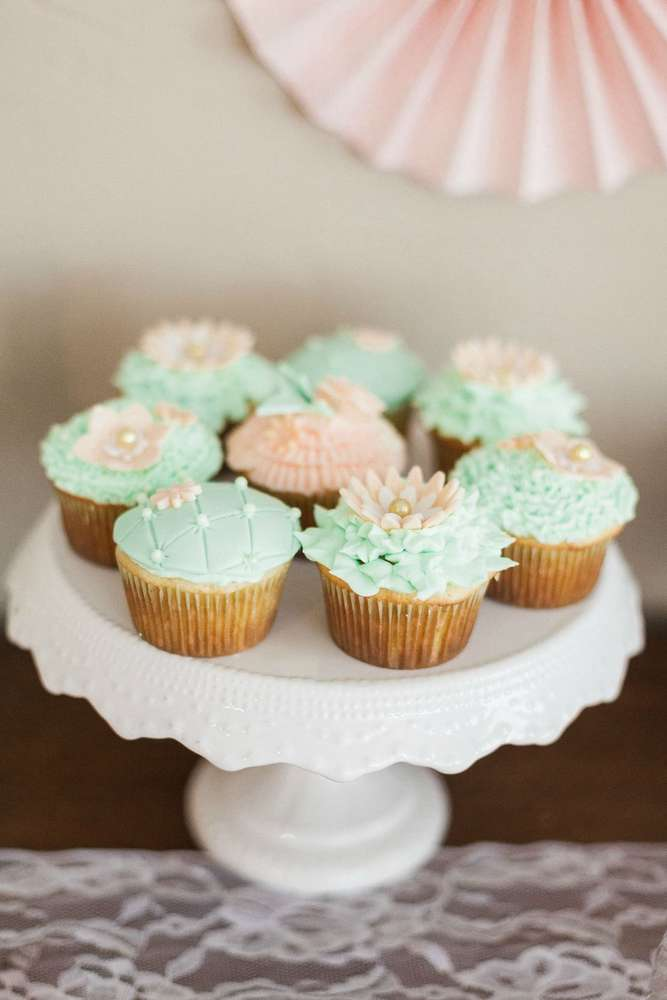 blooming-baby-shower-cupcakes