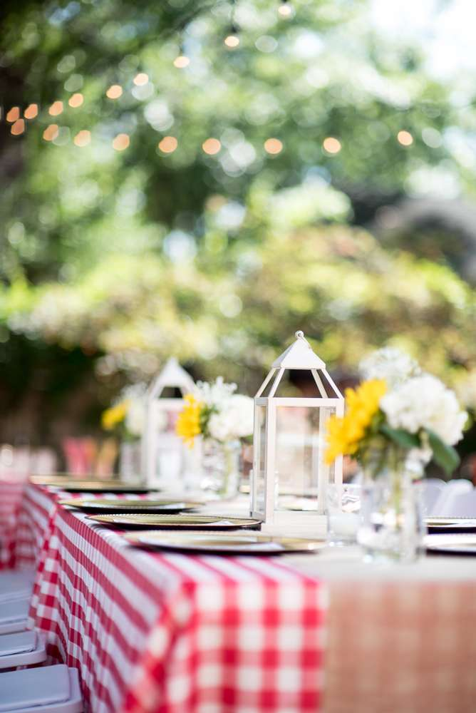 backyard-bbq-baby-shower-guest-table