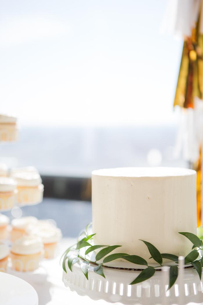shimmering-chic-baby-shower-cake-dessert