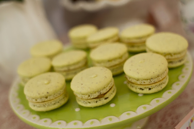 floral-tea-party-baby-shower-macarons