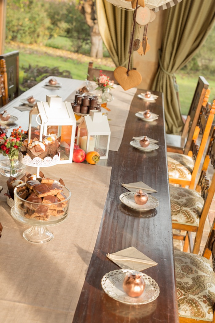 little-fox-fall-baby-shower-guest-table