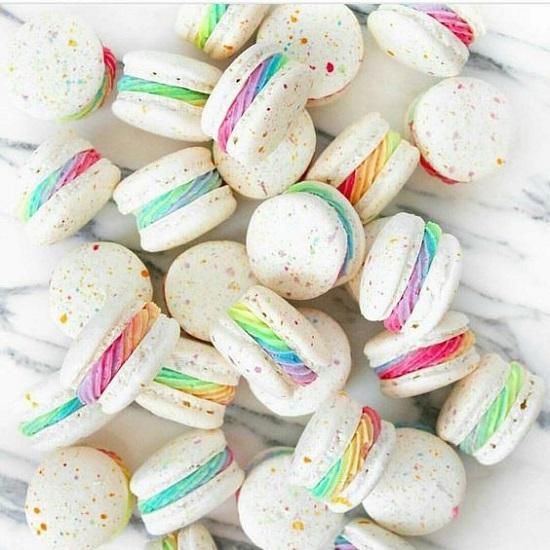 rainbow-unicorn-macarons